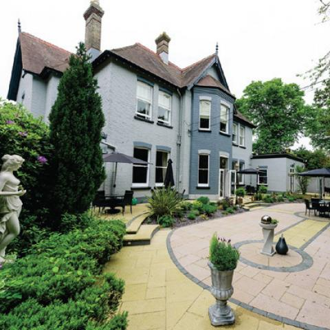 Derby Manor Hotel & Restaurant