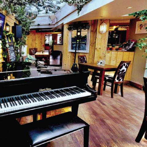 Leif Tearooms & Piano Bar
